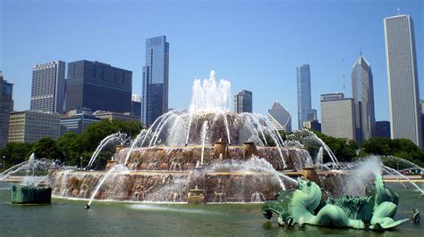 what is on a chicago file buckingham in chicago usa jpg wikimedia commons
