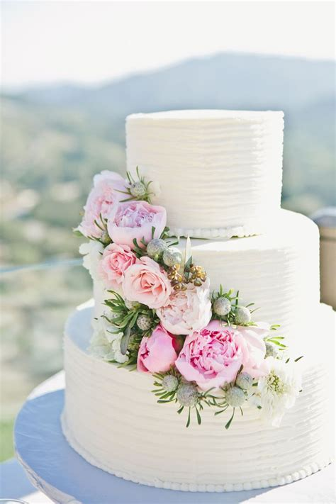 Best 25  Wedding cakes with flowers ideas on Pinterest   1