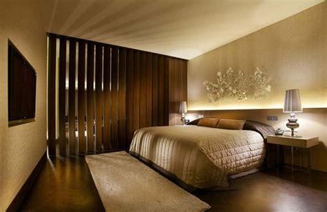 sonnenschutz schlafzimmer hotelzimmer design sonnenschutz lamellen holz hotel