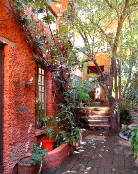 entrance garden tres casitas san miguel jardines