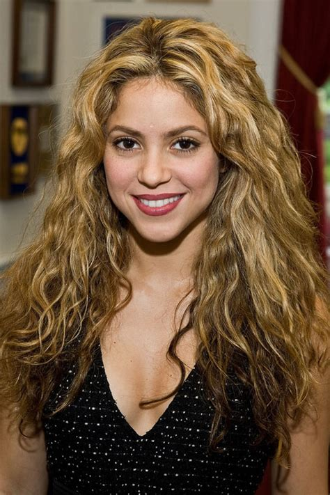 what color is shakira hair 2014 shakira curly blonde hair