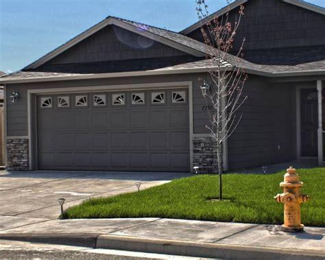 Wayne Garage Doors by Wayne Dalton 9100 Colonial Craftsman Garage And Shed