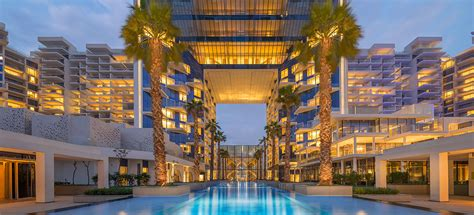 best resort in dubai luxury resort in dubai viceroy palm jumeirah dubai