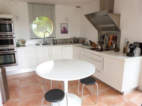 cuisine blanc gris davaus cuisine moderne gris et blanc avec des