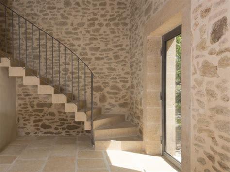 Revetement Pour Escalier 844 by Une Grange R 233 Nov 233 E En B 233 Ton Du Sol Au Plafond