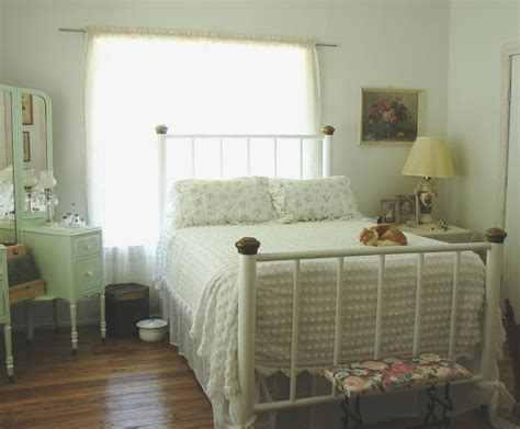 1930 bedroom decorating ideas the country farm home the country bedroom 1930s style