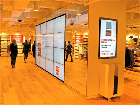 digital stores uniqlo s new york flagship store enhances shopping