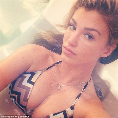 Jenna Jameson Bathtub Amy Willerton Can T Resist Posing For A Very Steamy