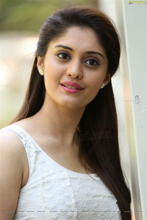 actress high definition photos surabhi high definition image 38 telugu movie actress