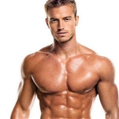 alimentazione brucia grassi addominali allenamento intenso con i pesi per donne braccia spalle
