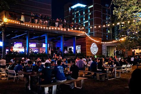 Patio Bar Dallas by Haute 5 Patios To Spend The Last Days Of Summer