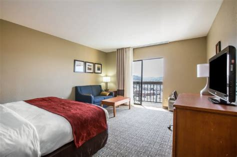 comfort suites teaster lane pigeon forge tn comfort suites updated 2017 prices motel reviews