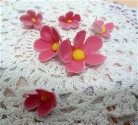 fiori pasta zucchero fiori in pasta di zucchero delicati e sottili