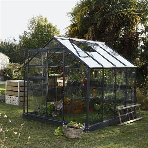 serre pour jardin serre de jardin un abri pour vos plantes marie claire
