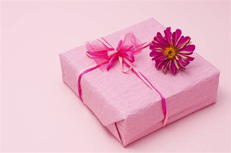 wrapping a gift gift wrapping ideas what you need to spice up your present giving