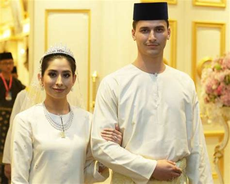 Baju Kurung Majlis Kahwin raja zarith tegur pengkritik pakaian tunku aminah di majlis perkahwinan mrm