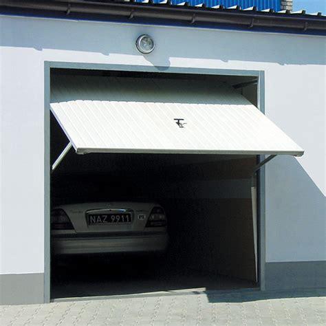 porte basculante d 233 bordante porte de garage basculante avec portillon rainures