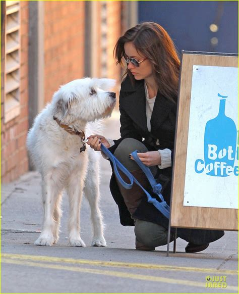 olivia wilde coffee run with paco 04 view image olivia wilde coffee run with paco photo 2759585