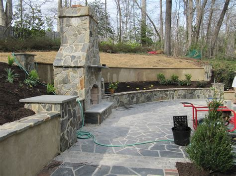 Backyard Retaining Walls Ideas Backyard Designs With Retaining Walls Izvipi