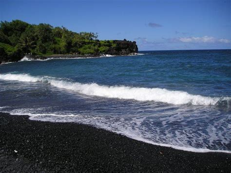 black sand beaches hawaii honokalani black sand beach maui places i d like to go