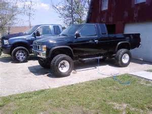 1991 nissan lifted pickup ext cab 4x4 3 000 possible
