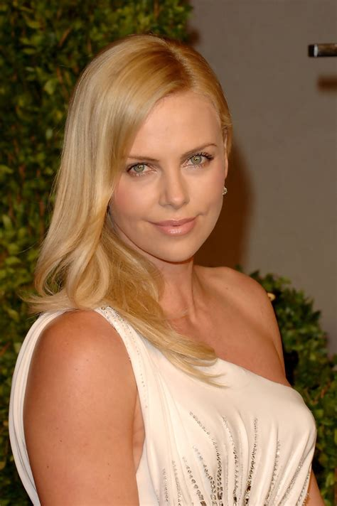 Whats Lipstick The Scoop On Charlize And Katharines Shades by Charlize Theron Cut Charlize Theron Looks