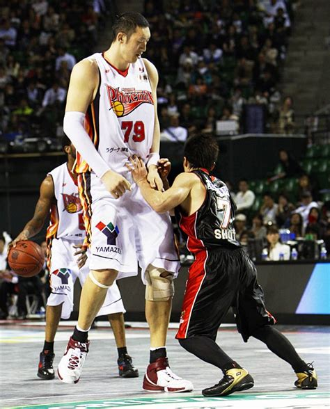 Ta Est Mba Players All Time by The Tallest Basketball Players Viral Hoops
