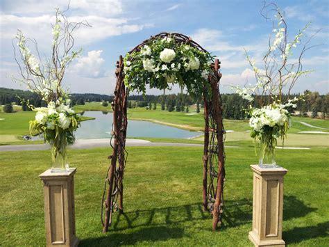 wedding flower ideas   golf club setting dahlia