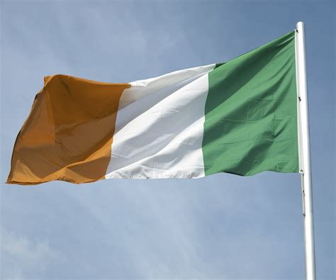 what do the colors mean on the irish flag what is the meaning of the irish flag colors synonym