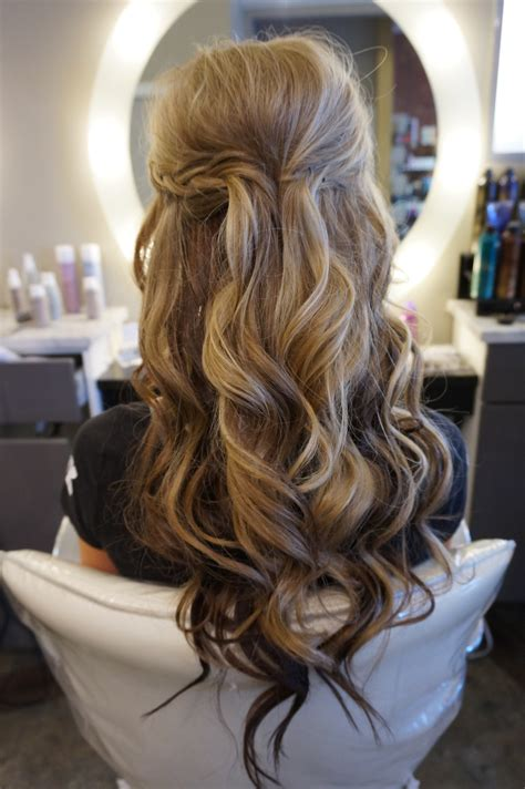 hairstyles down and curled long hair with loose curls perfect half up half down style