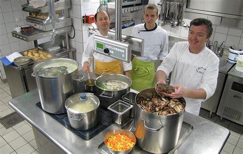 equipe cuisine equipe cuisine le bistrot 224 hu 238 tres restaurant de la mer