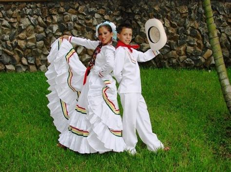 what clothes do venezuelans wear on christmas what is the traditional dress of hondurans quora