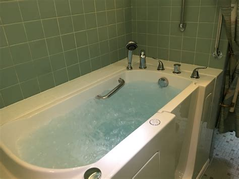 Walk In Bathtubs For Seniors Prices by Senior Bathroom Safety Is A Walk In Bathtub Right For Me