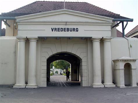 wisata arsitektur bangunan loji benteng vredeburg