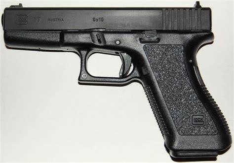 Pistol L by Pistol Glock 17 P80