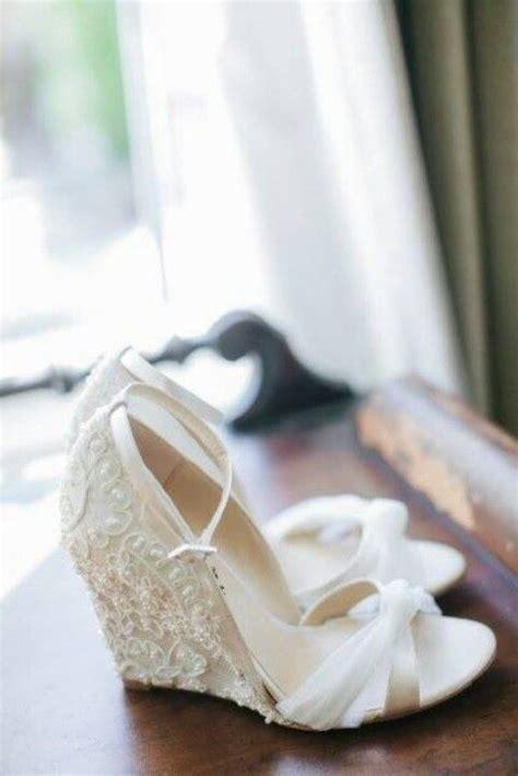 Wedges Tahu Biru Putih trend terkini dan tips memilih kasut untuk bakal pengantin wanista