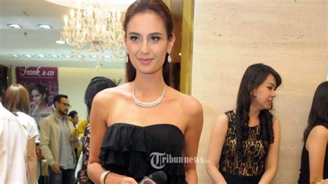 berita prostitusi artis gegerkan dunia hiburan indonesia ditanya kasus prostitusi artis ini jawaban marissa