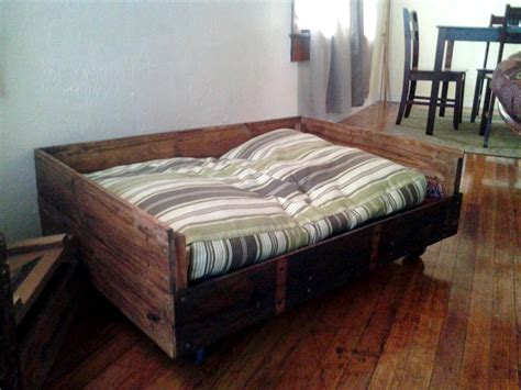 pallette bed 40 diy pallet dog bed ideas don t know which i love more