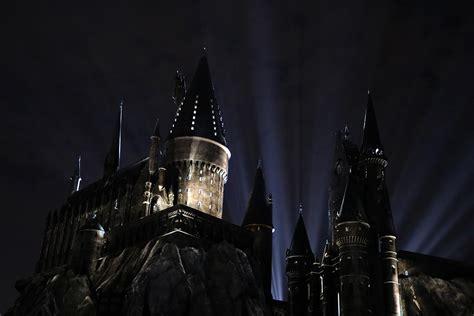 hogwarts light orlando the nighttime lights at hogwarts castle debuts at