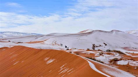 sahara desert snow bizarre climate continues as snow covers sahara desert for