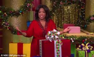 Oprah Winfrey Giveaway - oprah s favorite things 2010 christmas show crowds go wild daily mail online
