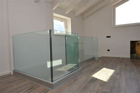 corrimano vetro corrimano in vetro per scale best parapetti in vetro with