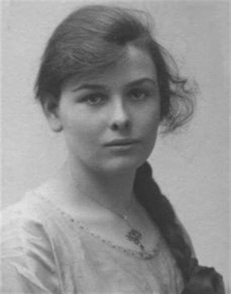 pictures of 1915 hairstyles pictures of 1915 hairstyles feminine yet simple wartime
