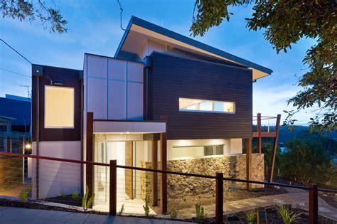 12 fachadas de casas de dos pisos