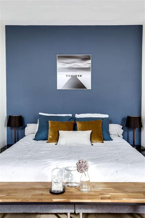 chambre mur bleu d 233 co salon avec mur bleu profond la chambre impose