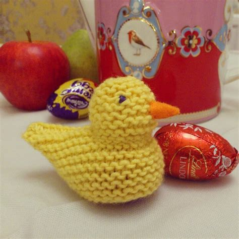 knitting pattern easter chick creme egg knitted chick creme egg cosy