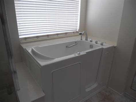 Walk In Bathtub Installation by 1 Day Installation Walk In Tubs Oregon Walk In Bathtubs Or