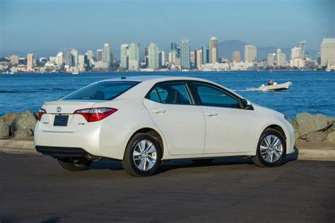 Which Car Is Better Honda Civic Or Toyota Corolla 2016 Honda Civic Vs 2016 Toyota Corolla Which Is Better
