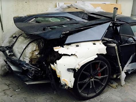 Lamborghini Aventador Crash Crashed Lamborghini Aventador Sold For 100 000