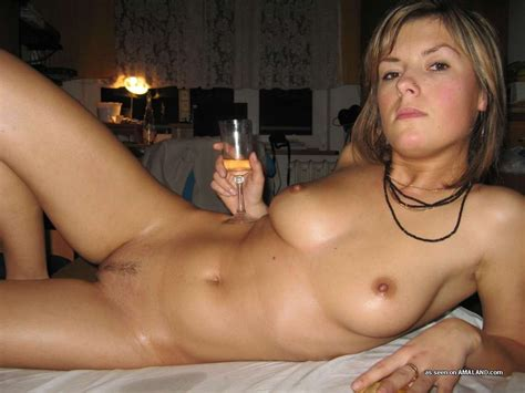 Drunk And Naked Girlfriend Gives Homemade Handjob Pichunter